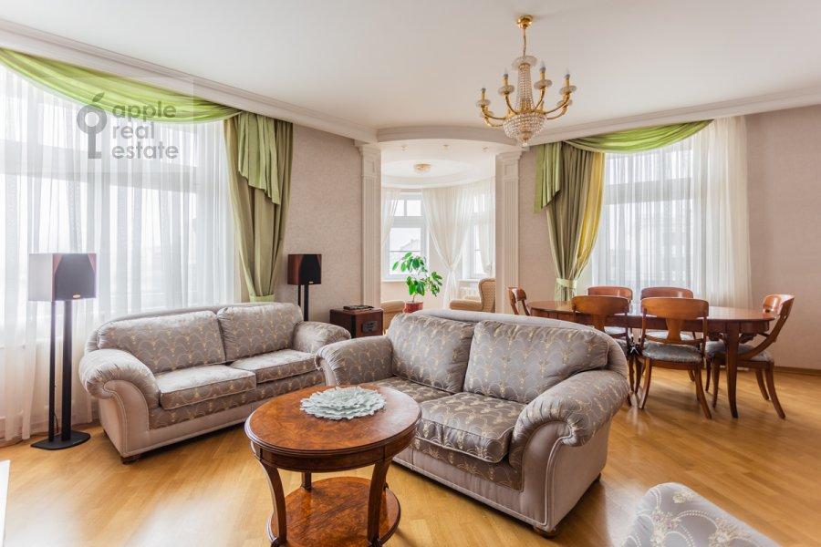 Living room of the 4-room apartment at Pogorel'skiy pereulok 6
