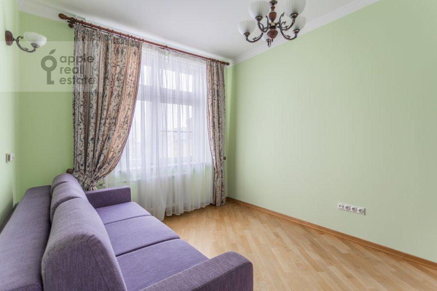 Children's room / Cabinet of the 4-room apartment at Pogorel'skiy pereulok 6