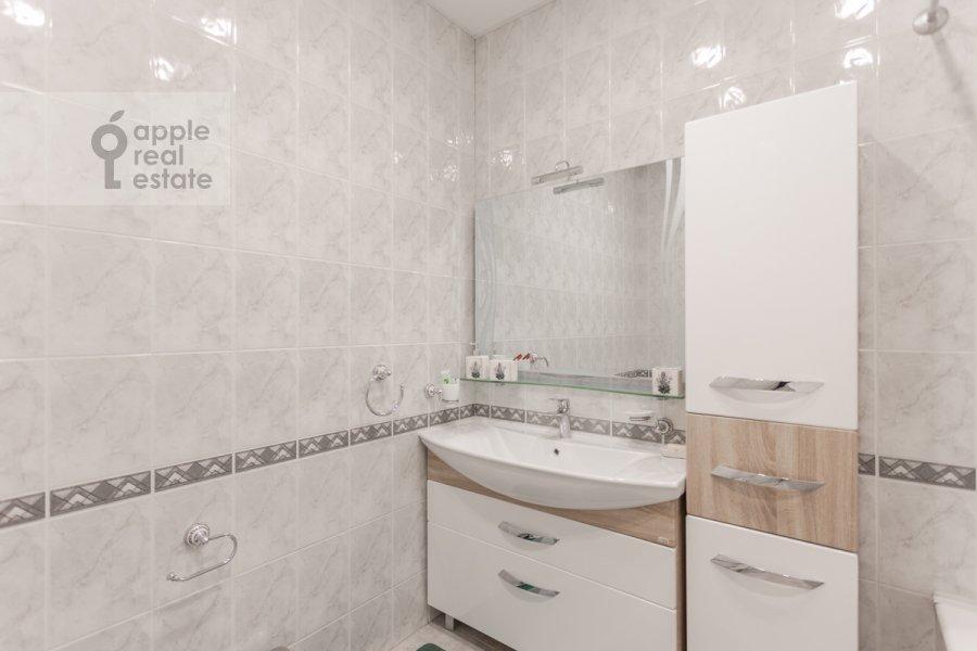 Bathroom of the 4-room apartment at Bol'shoy Patriarshiy pereulok 4