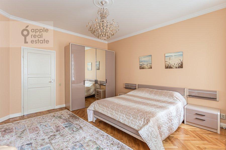 Bedroom of the 4-room apartment at Bol'shoy Patriarshiy pereulok 4