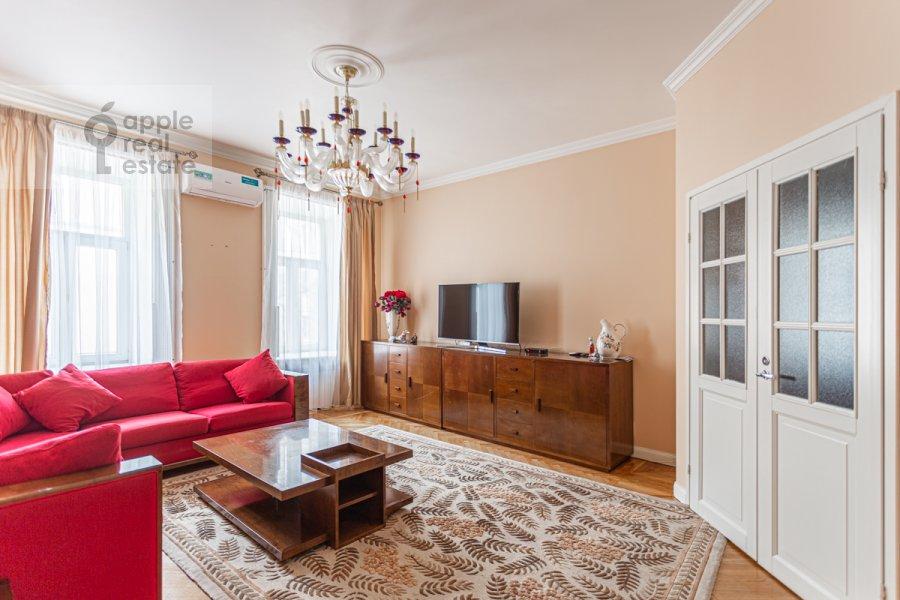 Living room of the 4-room apartment at Bol'shoy Patriarshiy pereulok 4