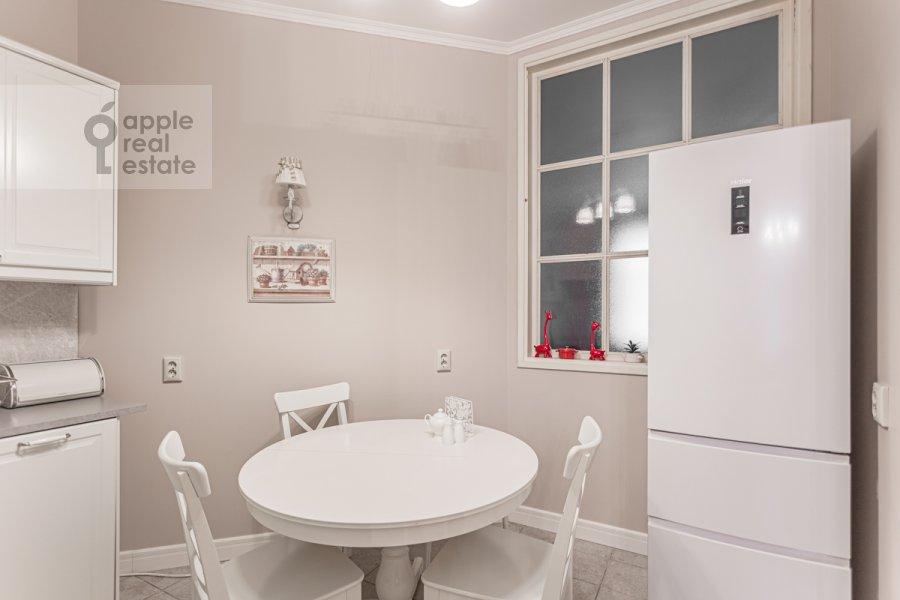 Kitchen of the 4-room apartment at Bol'shoy Patriarshiy pereulok 4
