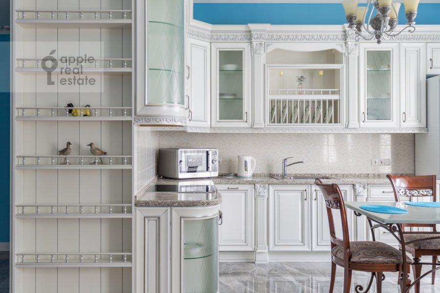 Кухня в 3-комнатной квартире по адресу Мытная улица 7с1