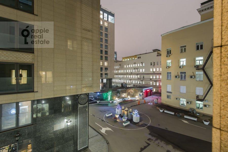 Вид из окна в 2-комнатной квартире по адресу Большая Садовая ул. 5к1