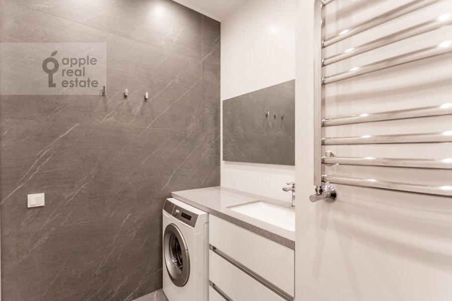 Bathroom of the 2-room apartment at Grishina 16