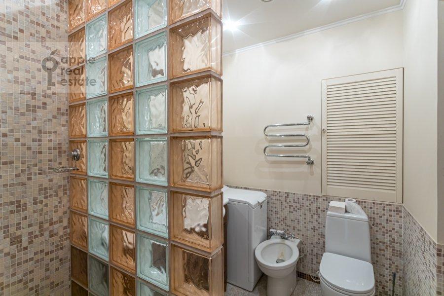 Bathroom of the 1-room apartment at Studenetskiy pereulok 3
