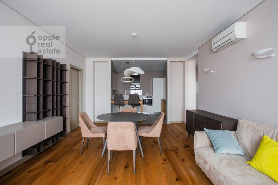 Гостиная в 4-комнатной квартире по адресу Часовая улица 23к1