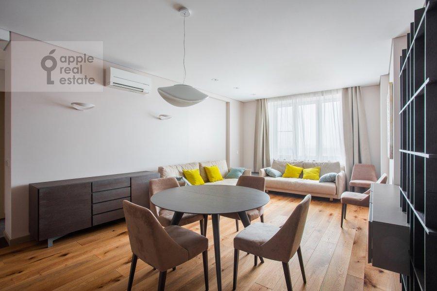 Living room of the 4-room apartment at Chasovaya ulitsa 23k1