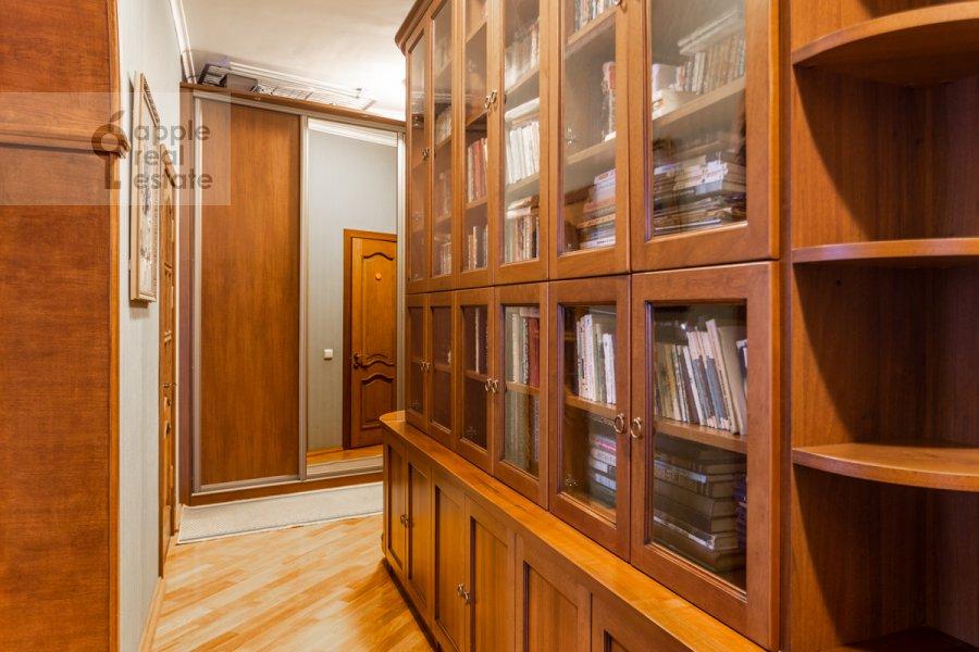 Corridor of the 3-room apartment at Gilyarovskogo 4k1