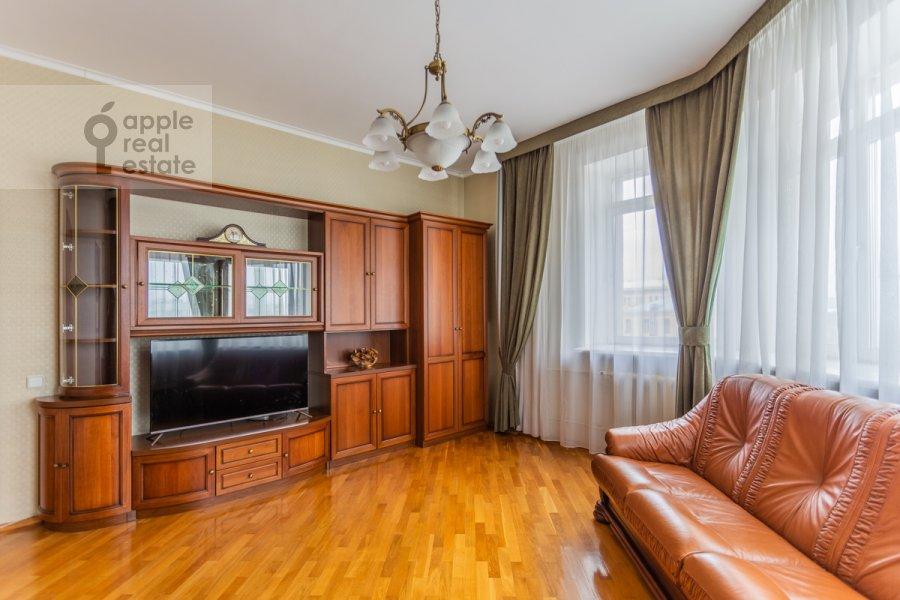 Living room of the 3-room apartment at Gilyarovskogo 4k1