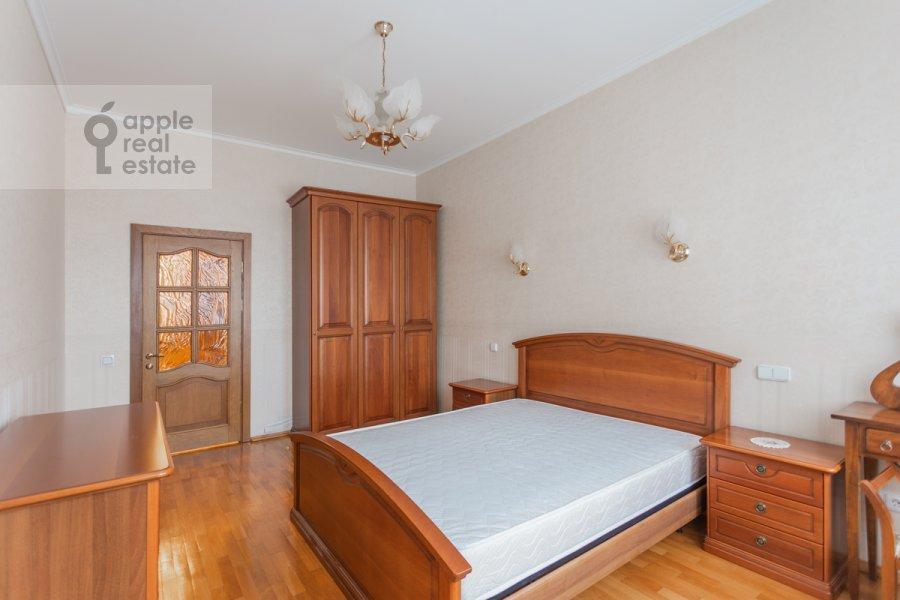 Bedroom of the 3-room apartment at Gilyarovskogo 4k1
