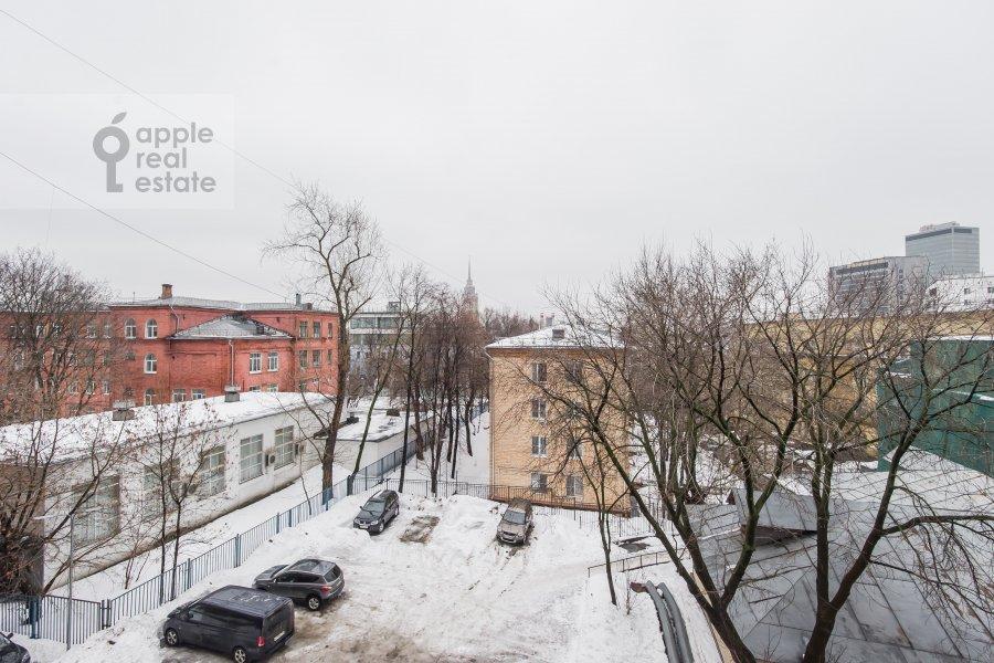 Вид из окна в 3-комнатной квартире по адресу Трехгорный Вал 12к2