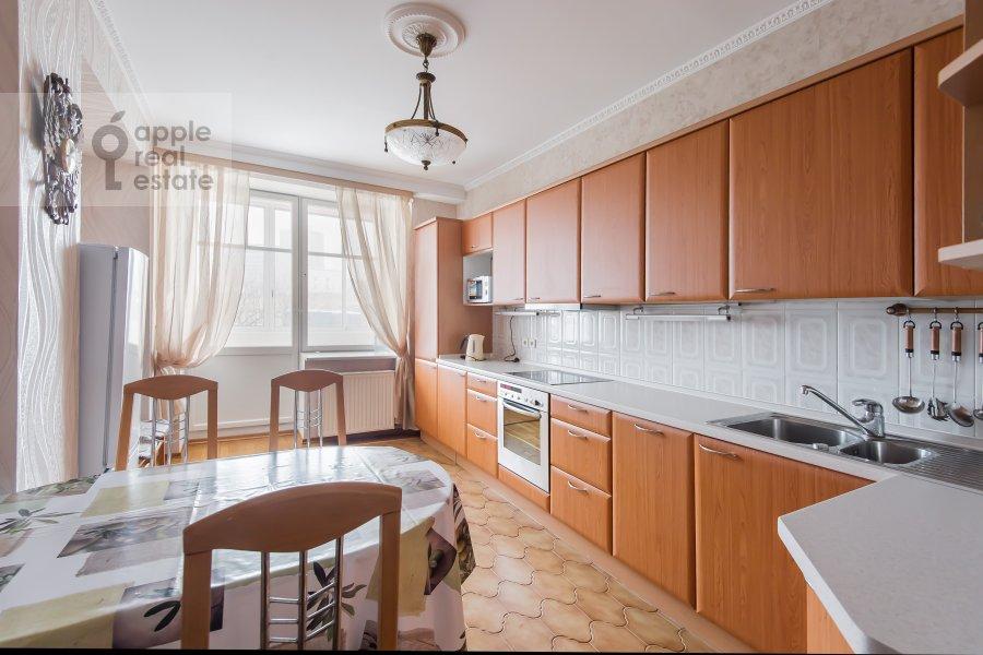 Кухня в 3-комнатной квартире по адресу Трехгорный Вал 12к2