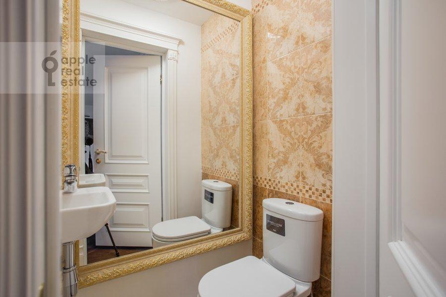 Bathroom of the 5-room apartment at Minskaya ul. 1gk1