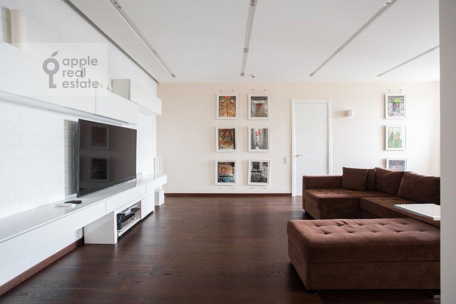 Living room of the 2-room apartment at prospekt Marshala Zhukova 78