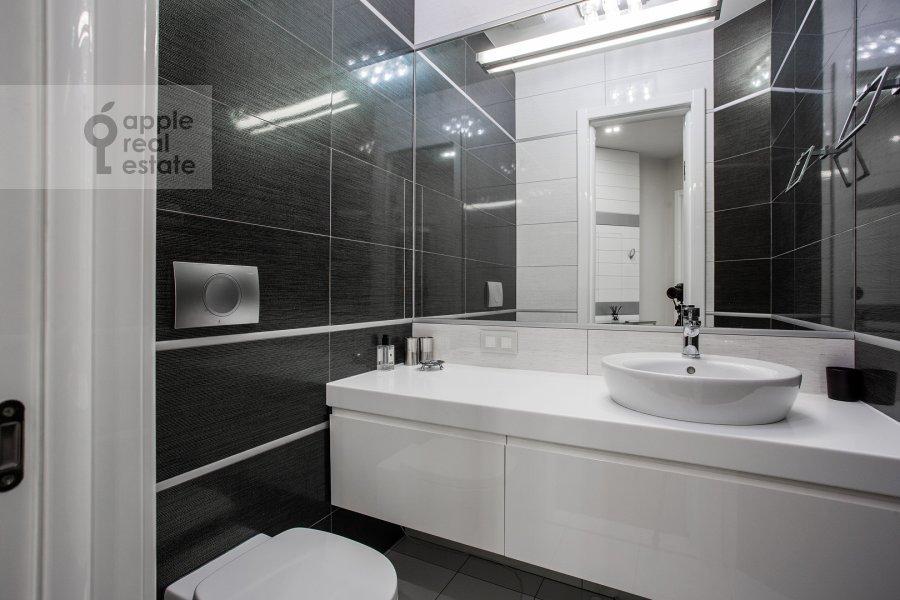 Bathroom of the 2-room apartment at prospekt Marshala Zhukova 78