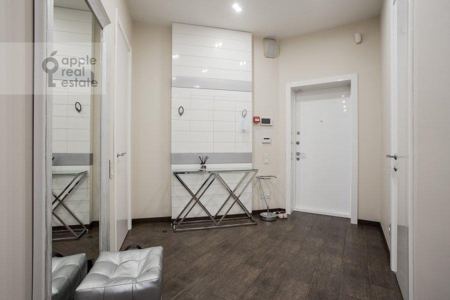 Corridor of the 2-room apartment at prospekt Marshala Zhukova 78