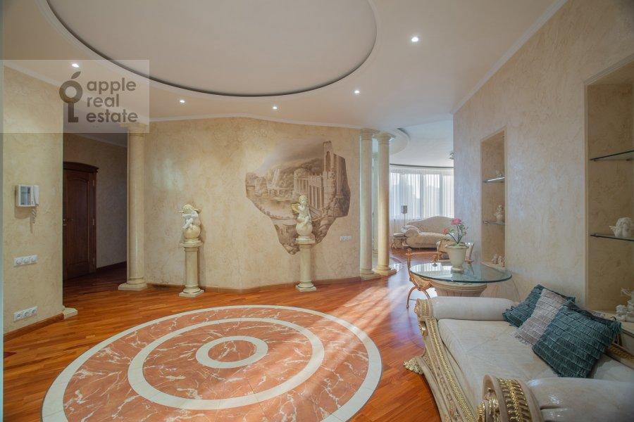 Corridor of the 4-room apartment at Leninskiy prospekt 106k1