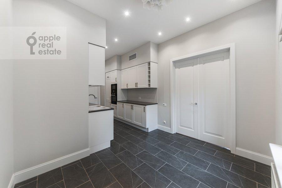 Кухня в 4-комнатной квартире по адресу Орджоникидзе 1