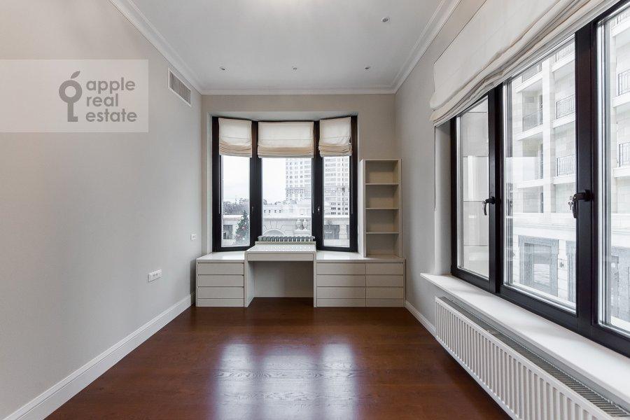 Children's room / Cabinet of the 4-room apartment at Ordzhonikidze 1