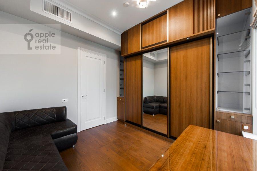 Детская комната / Кабинет в 4-комнатной квартире по адресу Орджоникидзе 1
