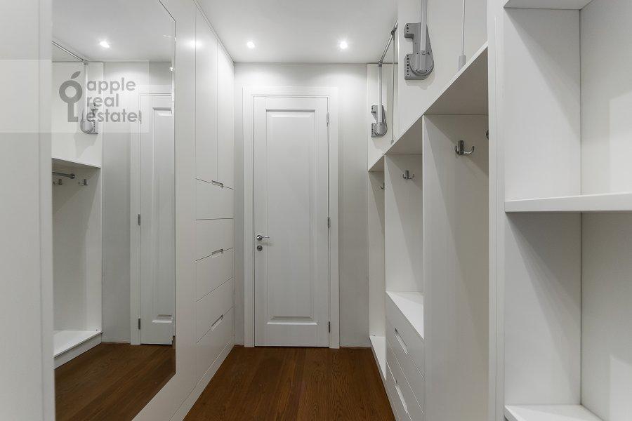 Walk-in closet / Laundry room / Storage room of the 4-room apartment at Ordzhonikidze 1