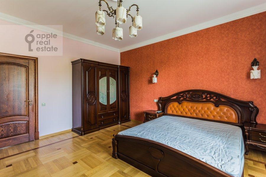 Bedroom of the 3-room apartment at Arkhitektora Vlasova ul. 18