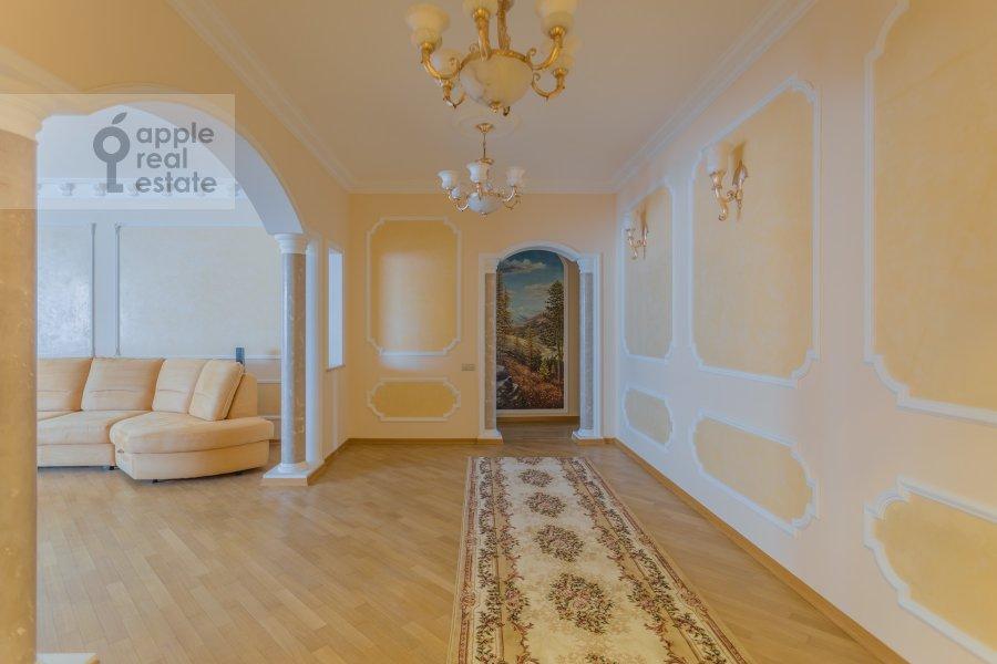 Living room of the 3-room apartment at Arkhitektora Vlasova ul. 18