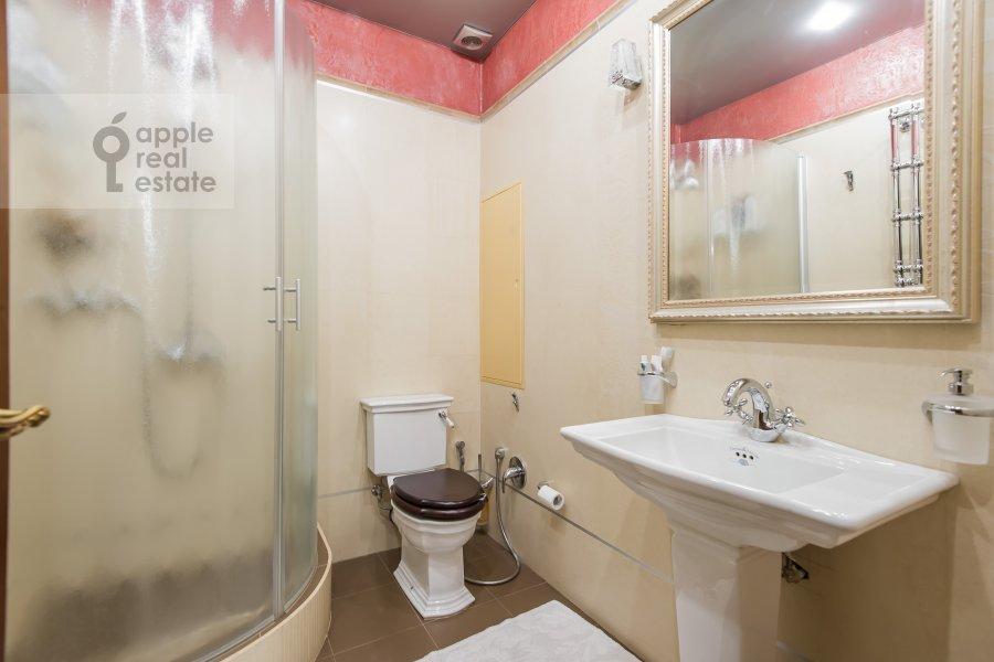 Санузел в 3-комнатной квартире по адресу Новаторов ул. 8 корп2