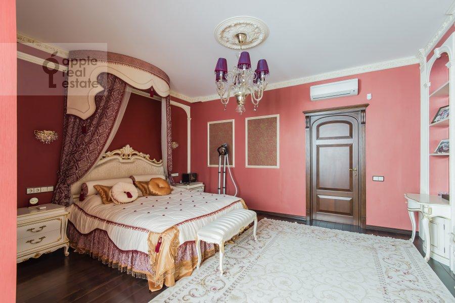 Спальня в 3-комнатной квартире по адресу Новаторов ул. 8 корп2