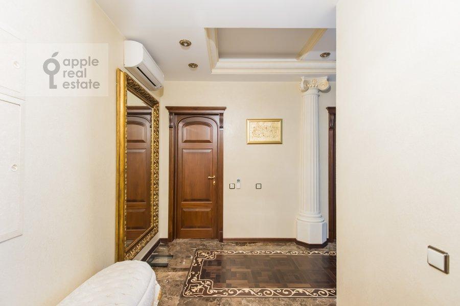 Коридор в 3-комнатной квартире по адресу Новаторов ул. 8 корп2