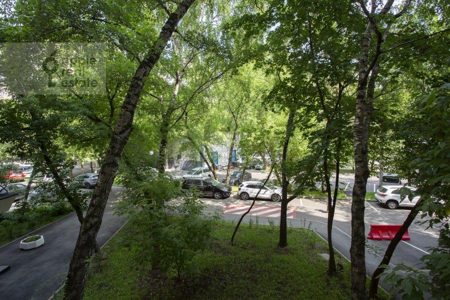 View from the window of the 4-room apartment at Tarasa Shevchenko nab. 3k3
