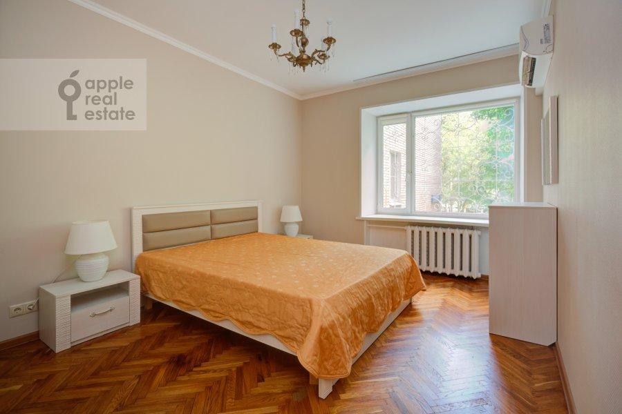Bedroom of the 4-room apartment at Tarasa Shevchenko nab. 3k3