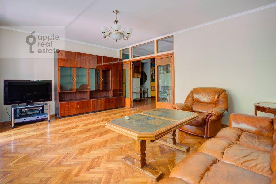Living room of the 4-room apartment at Tarasa Shevchenko nab. 3k3