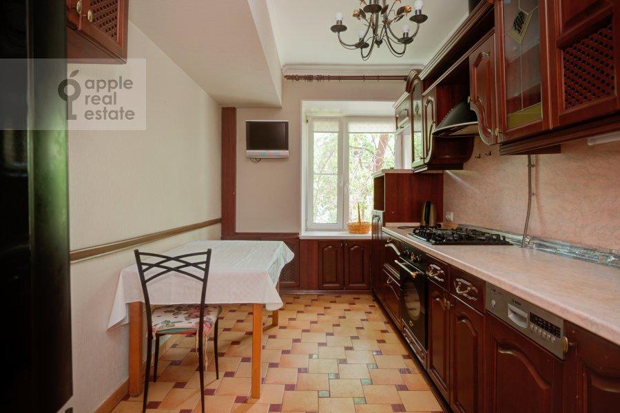 Kitchen of the 4-room apartment at Tarasa Shevchenko nab. 3k3