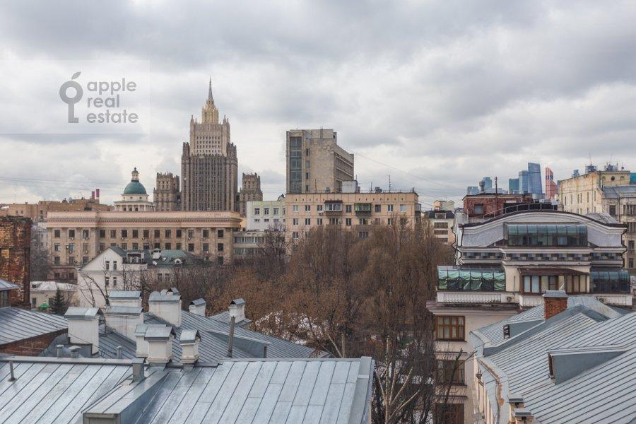 View from the window of the 4-room apartment at Starokonyushennyy pereulok 28s1
