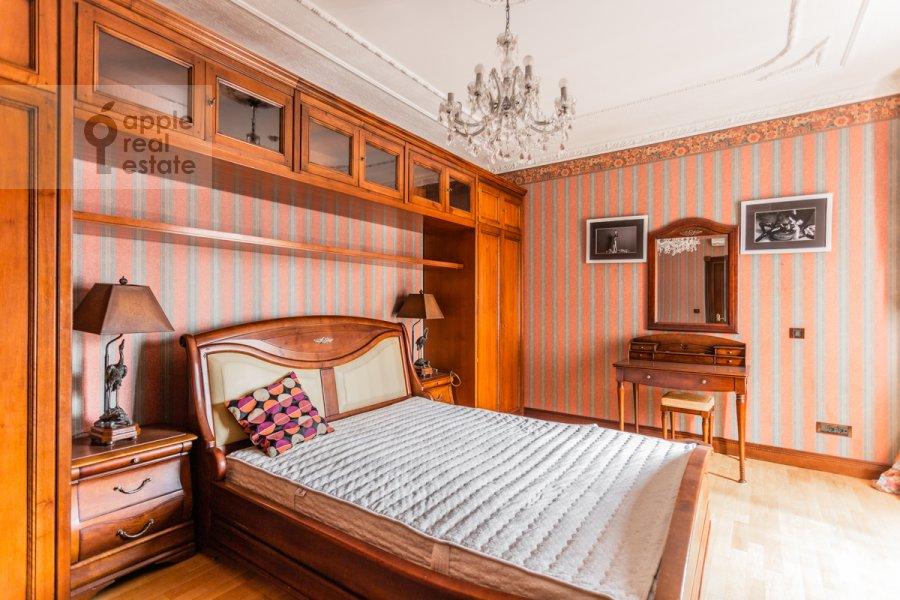 Bedroom of the 4-room apartment at Starokonyushennyy pereulok 28s1