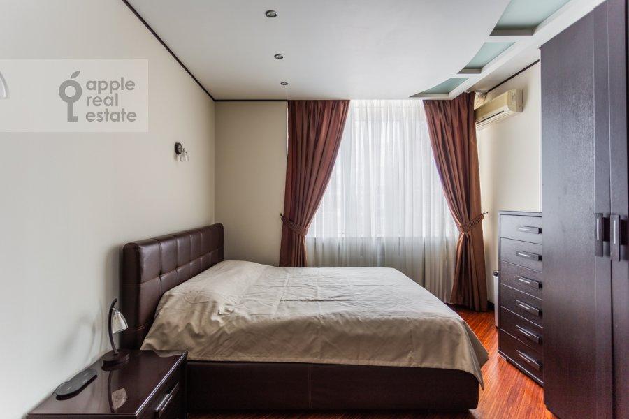Bedroom of the 2-room apartment at prospekt Vernadskogo 92