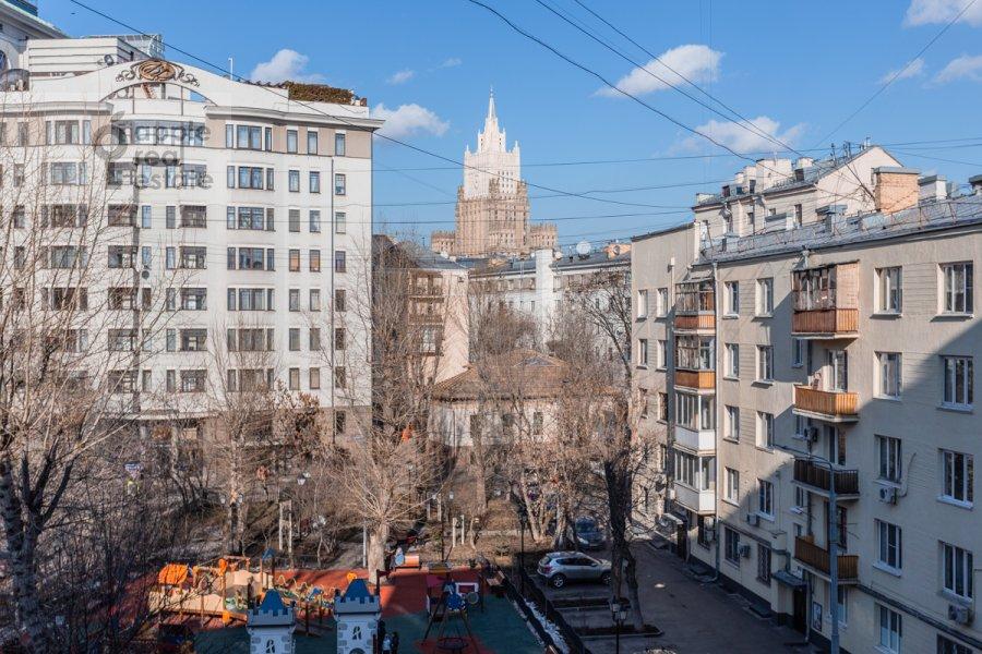 Вид из окна в 3-комнатной квартире по адресу 2-й Неопалимовский пер. 11