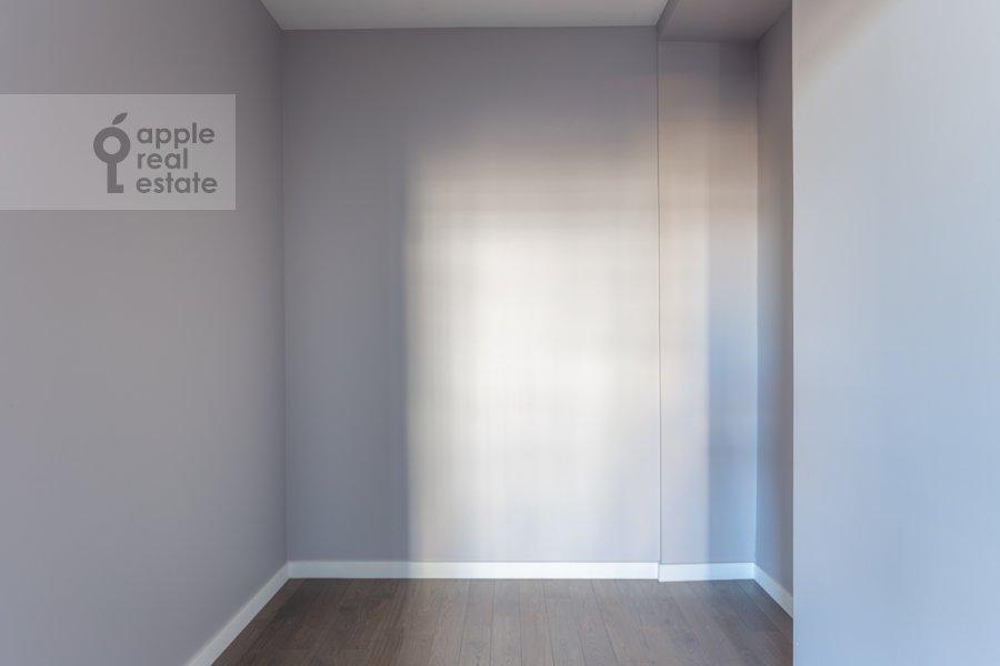 Гардеробная комната / Постирочная комната / Кладовая комната в 3-комнатной квартире по адресу 2-й Неопалимовский пер. 11