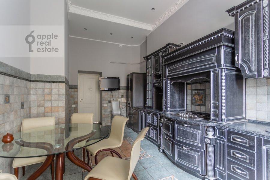Кухня в 5-комнатной квартире по адресу Брюсов переулок 6