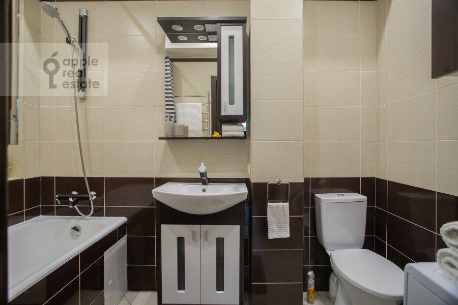 Bathroom of the 2-room apartment at Staropimenovskiy pereulok 4S1