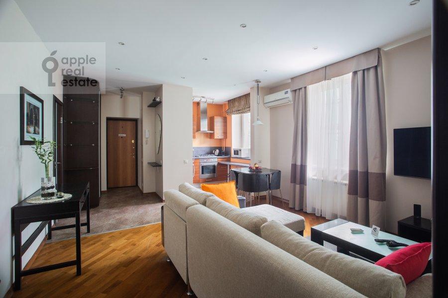 Living room of the 2-room apartment at Staropimenovskiy pereulok 4S1