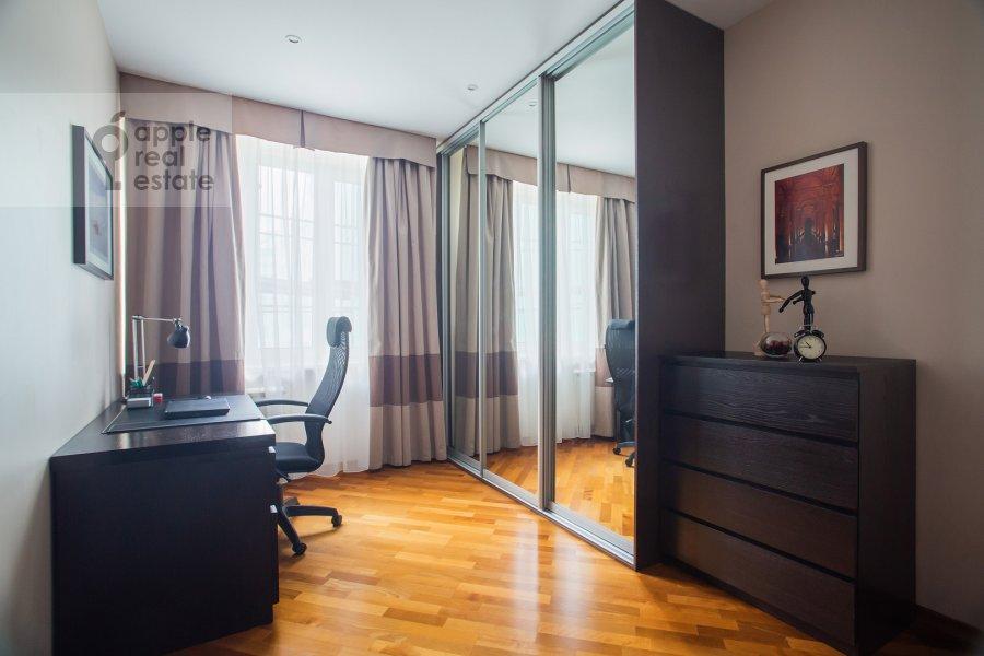 Bedroom of the 2-room apartment at Staropimenovskiy pereulok 4S1