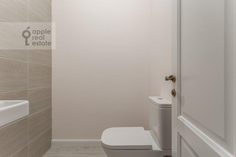 Bathroom of the 3-room apartment at Bol'shaya Sadovaya ulitsa 5k1