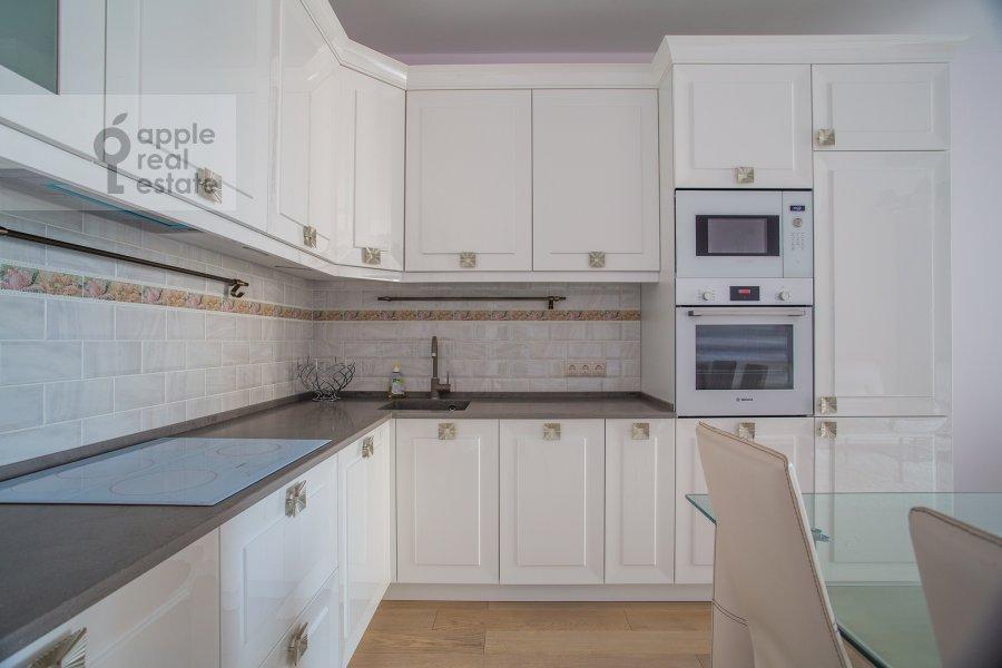 Кухня в 3-комнатной квартире по адресу Большая Садовая улица 5к1