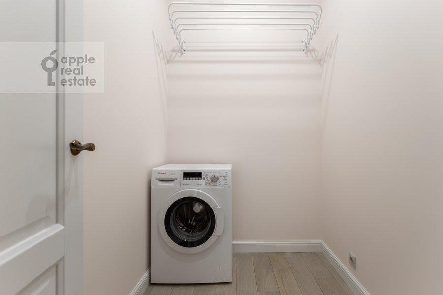 Walk-in closet / Laundry room / Storage room of the 3-room apartment at Bol'shaya Sadovaya ulitsa 5k1