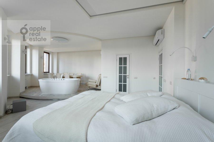 Bedroom of the 2-room apartment at Profsoyuznaya ul. 64k2