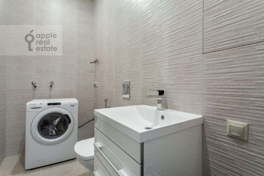 Санузел в 2-комнатной квартире по адресу Профсоюзная ул. 64к2