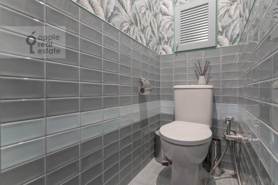 Bathroom of the 3-room apartment at Kutuzovskiy prospekt 22k2